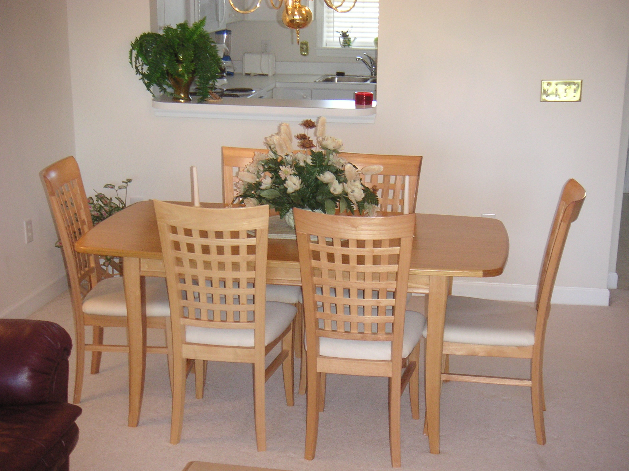 Bright and Airy Dining Area Seats 6